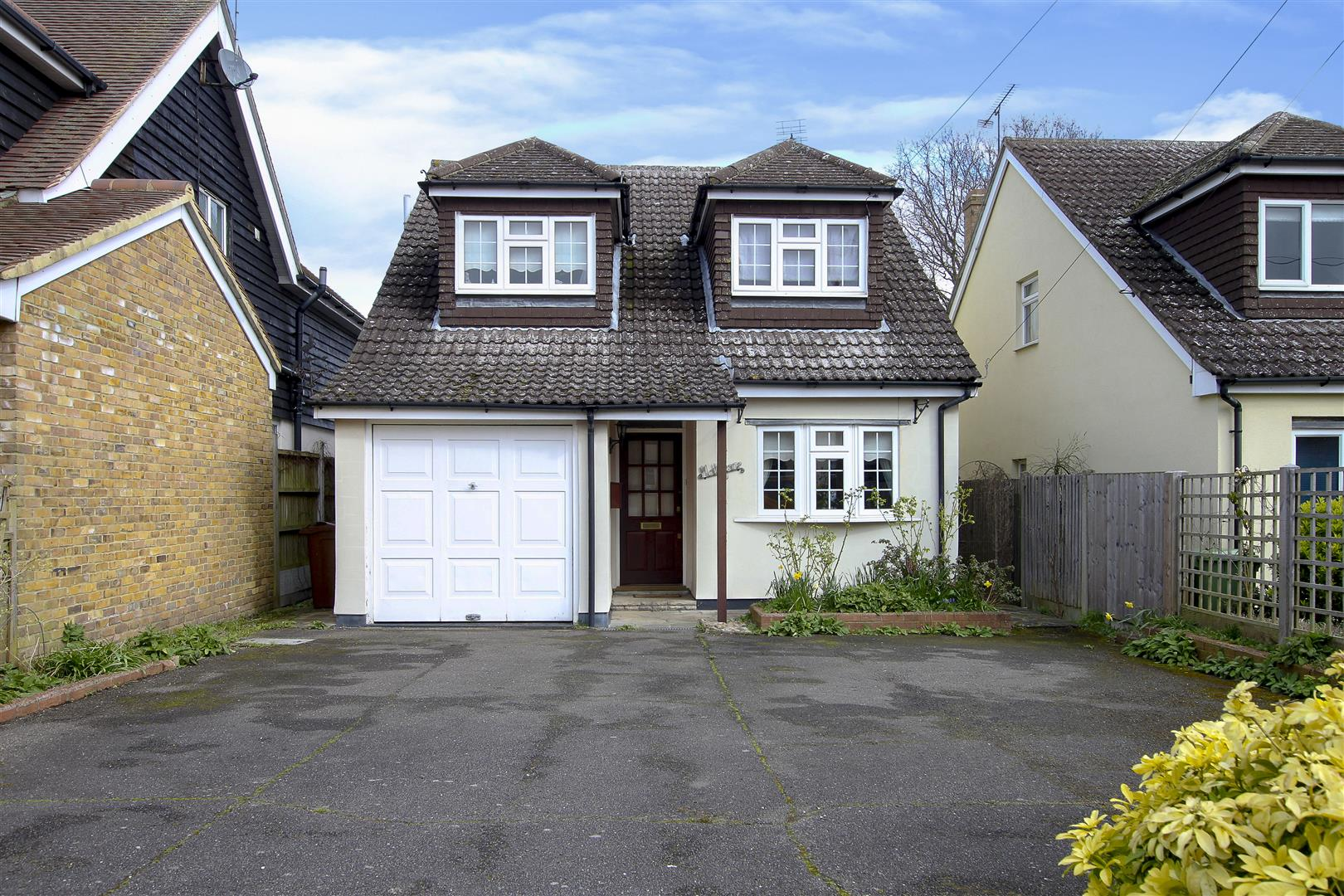 First Avenue, Hook End, Brentwood